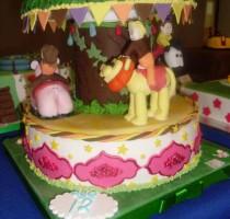 R8 2013 BEST Children's SUGARPASTE EXHIBIT COMPETITION ERIN LADBROOK