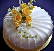 R8 Sue McMahon Individual Member Sugarpaste cake