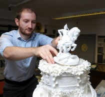 WMG Project Engineer Mike Donnelly placing the 3D printed cake top ornament © WMG, University of Warwick